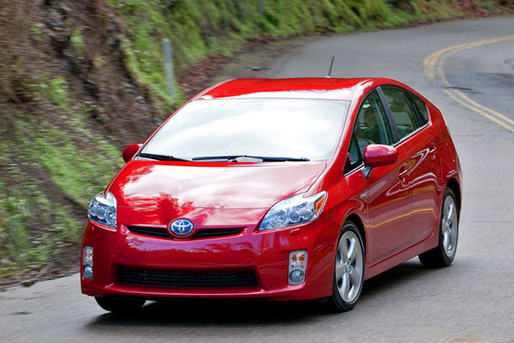 First Drive: 2010 Toyota Prius puts up BIG numbers thumbnail