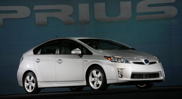 VIDEO: 2010 Prius first impressions from current owners thumbnail