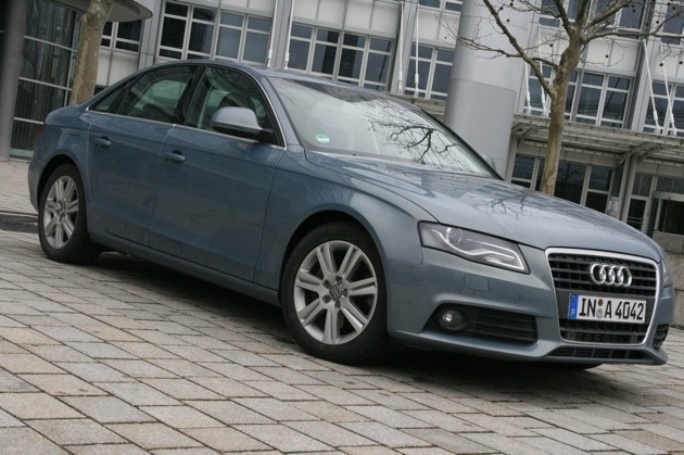 Frankfurt 2009: Audi A4 and A4 Avant go biofuel in Germany thumbnail