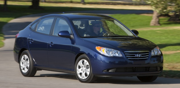 2010 Hyundai Elantra Blue improves fuel efficiency to 35 mpg, starts at $14,145 thumbnail