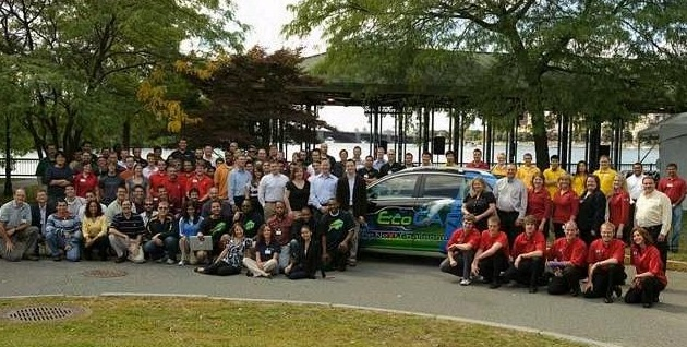 EcoCAR, Year Two starts in Boston; student engineers cleaning up the Saturn Vue thumbnail