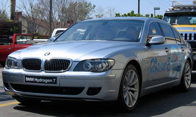 BMW rumored to quit hydrogen but just dropping Hydrogen 7 thumbnail