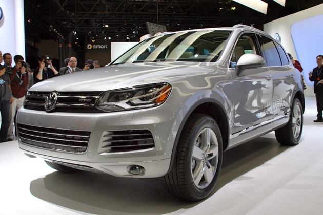 New York 2010: Second generation Volkswagen Touareg makes U.S. debut, Hybrid too thumbnail
