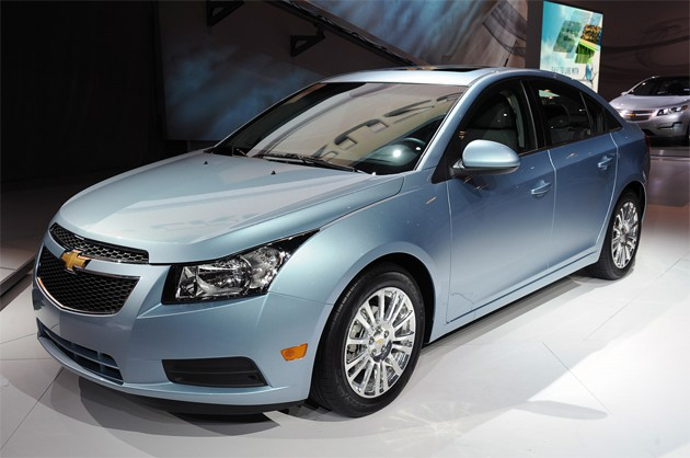 New York 2010: 2011 Chevrolet Cruze Eco is efficient, not a stripper thumbnail