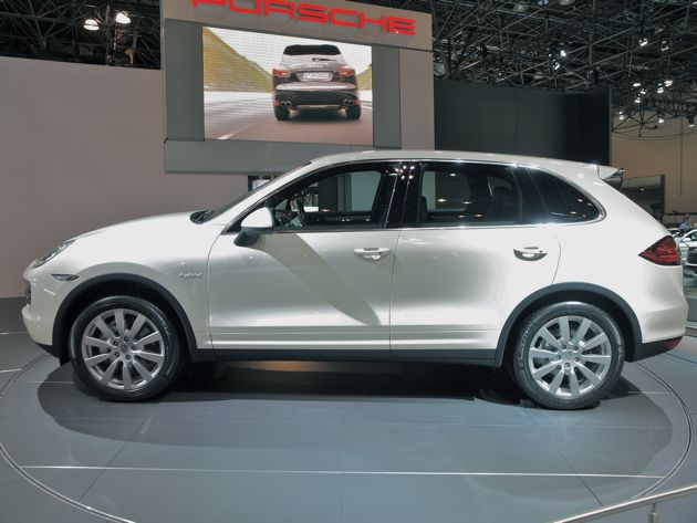 New York 2010: Cayenne S Hybrid priced at $67,700, coming this fall thumbnail