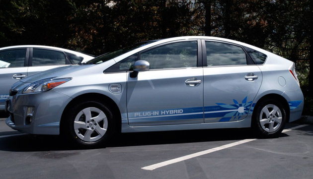 Toyota: Prius Plug-In Hybrid won't compete with Leaf or Volt thumbnail
