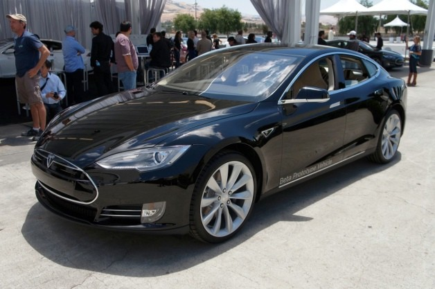 Tesla says Model S can recharge in an hour, given the right equipment (a Supercharger) thumbnail
