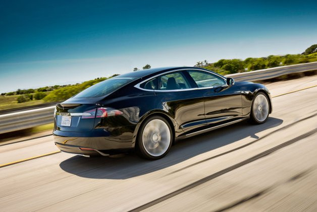 Tesla Model S goes road tripping, drivers experience variety of charging methods thumbnail