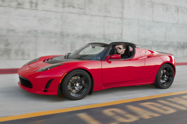 Report: In hindsight, Musk wouldn't use Lotus for Tesla Roadster thumbnail