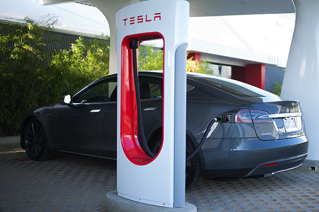 Report: Tesla prepping Supercharger network for big growth across Europe thumbnail