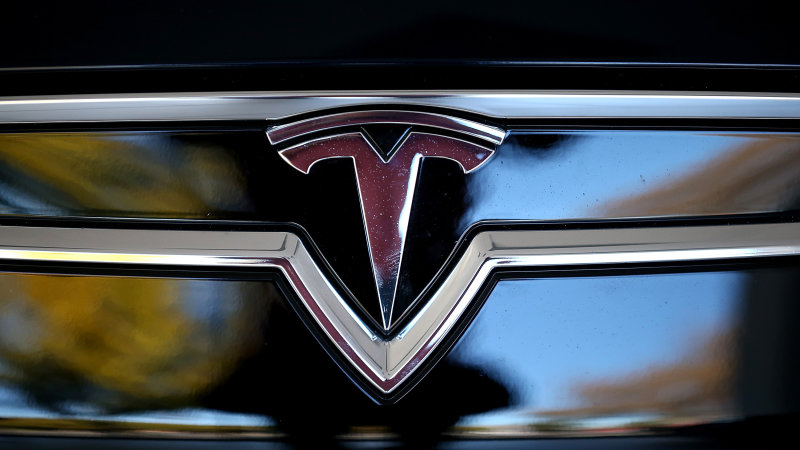 Consumer Reports sours on Tesla Model S for faulty door handles thumbnail