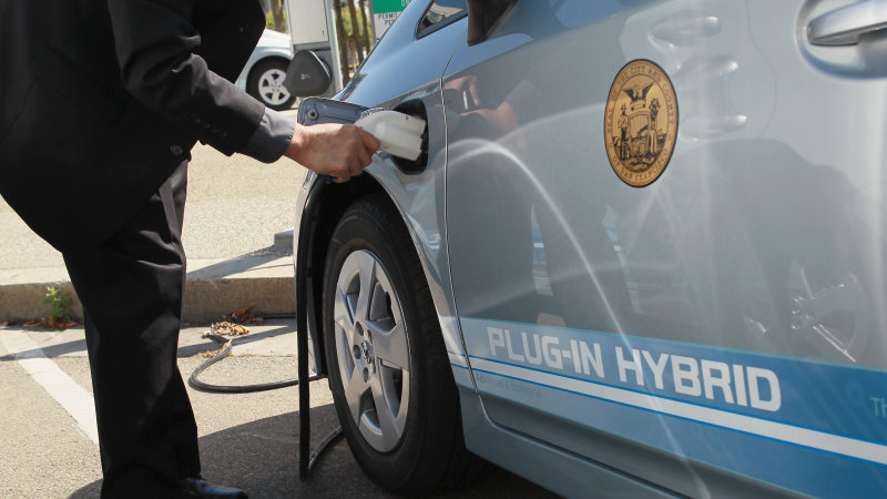 California adapts ZEV mandate with PHEVs for smaller automakers thumbnail