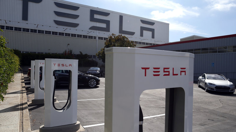 Tesla prioritizing Superchargers for long-distance drivers thumbnail