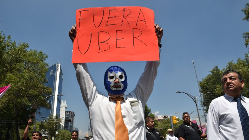 Uber praises new Mexico City rules allowing ride-share apps thumbnail