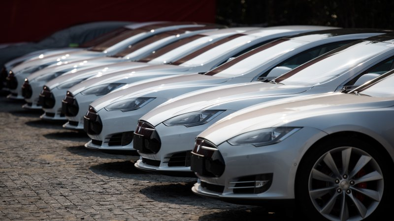 Tesla says other OEMs should just make higher-MPG cars thumbnail