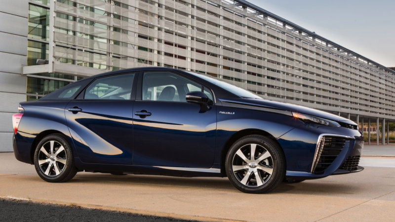 Toyota expects to sell 30,000 fuel cell vehicles a year by 2020 thumbnail