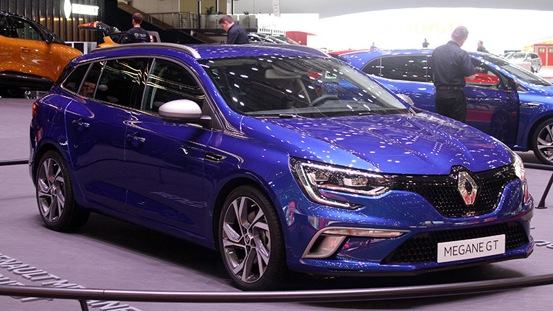 Renault brings sporty Megane wagon and opulent Zoe to Geneva thumbnail