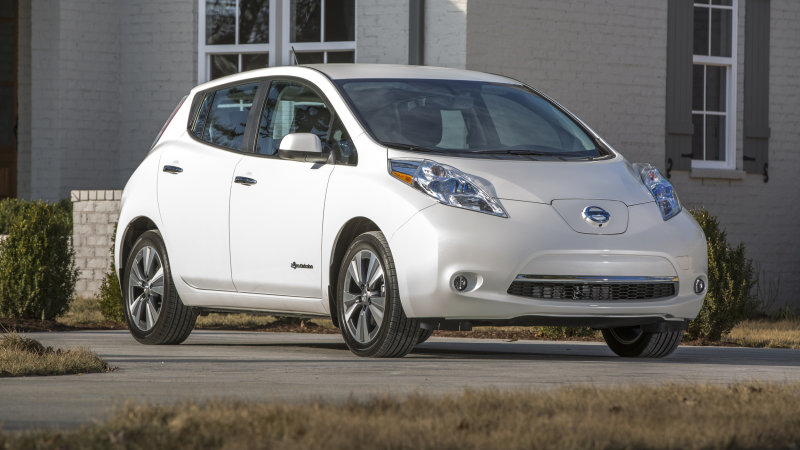 You'll have to pay to keep your old Nissan Leaf connected thumbnail