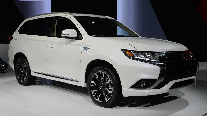 Mitsubishi Outlander PHEV now for real due in 'late summer, early fall' thumbnail