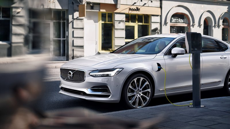 Volvo plans to build a million electric cars by 2025 thumbnail