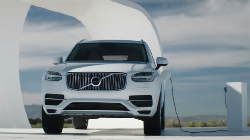 Volvo XC90 T8 marketing stunt plugs in with free electricity thumbnail