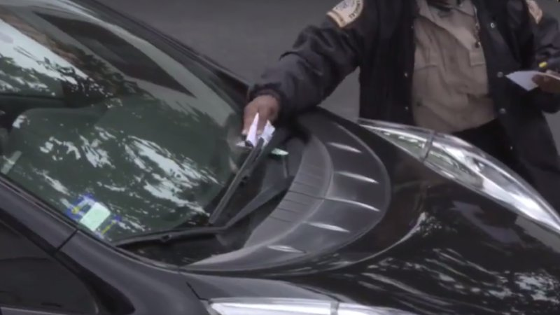 Thousands watch car get parking ticket live in Los Angeles thumbnail