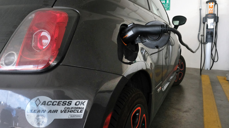 California pulls plug on bill for more zero-emission cars by 2025 thumbnail