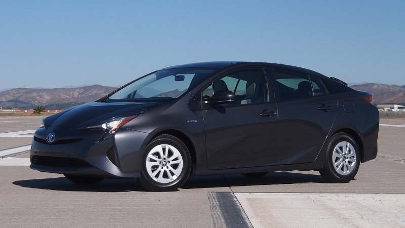 Toyota orders stop-sale for 2016-17 Prius over parking brake issue thumbnail