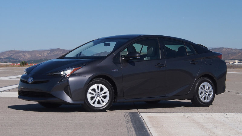 Toyota recalls 340,000 Prius hybrids for faulty brakes thumbnail