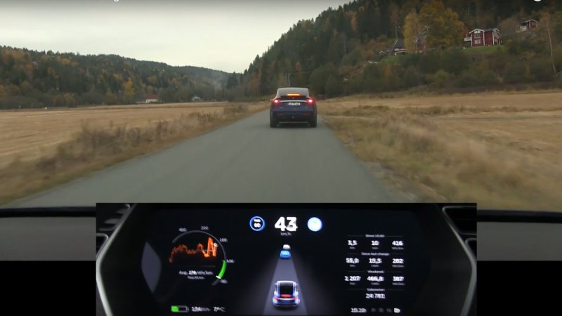 Recharge Wrap-up: See a Tesla figure out a car is braking two vehicles ahead, NextEV opens North American HQ. thumbnail