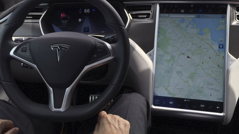 Dutch regulators also not too keen on Tesla's 'Autopilot' name thumbnail