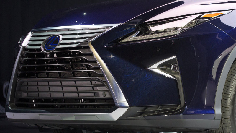 Toyota's hydrogen fuel cell Mirai isn't good enough to be a Lexus thumbnail