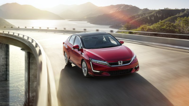 Honda Clarity undercuts hydrogen competition with $369 lease price thumbnail