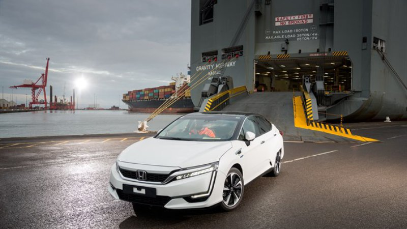 Honda Clarity Fuel Cell vehicle ready for HyFIVE in Europe thumbnail