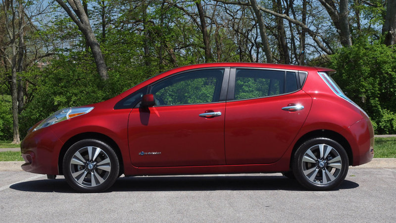 Nissan Leaf surpasses 100,000 units sold in America thumbnail