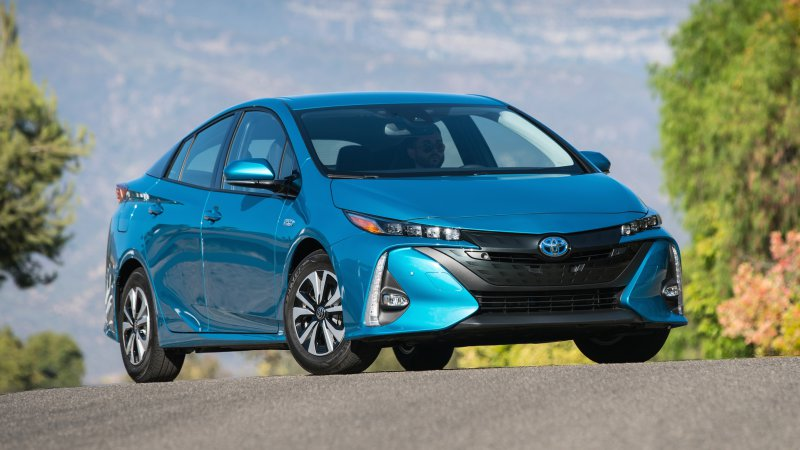 Prius plug-in drivers in Japan can earn real-world rewards for electric driving thumbnail