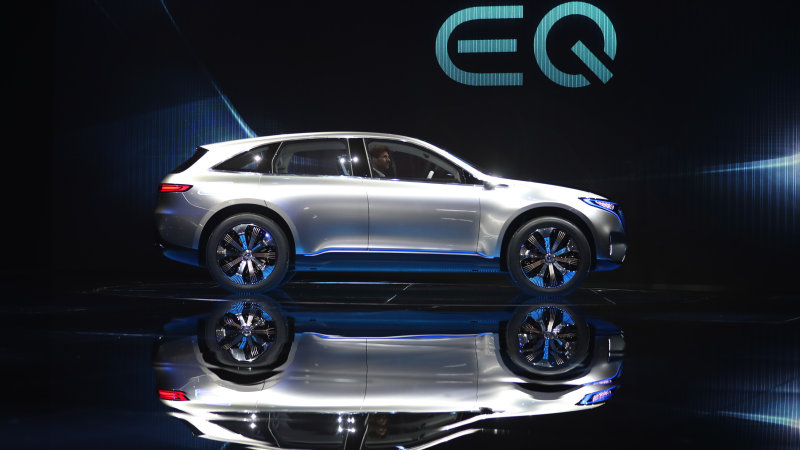 Mercedes may produce batteries in China for a new plug-in platform thumbnail