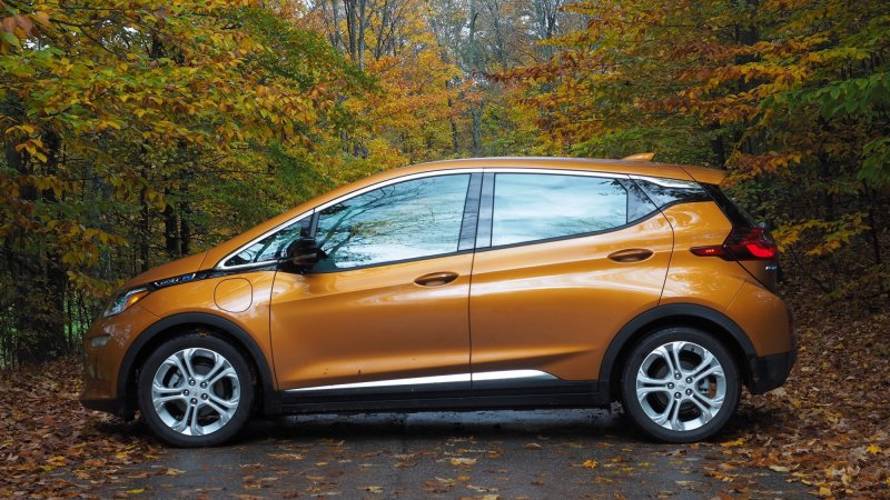 The Chevy Bolt EV is the 2017 Autoblog Technology Car of the Year thumbnail