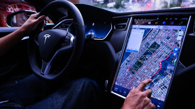 Tesla's big Autopilot update reaches a handful of cars thumbnail