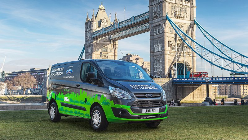 Ford will start plug-in hybrid Transit van trial in London this fall thumbnail