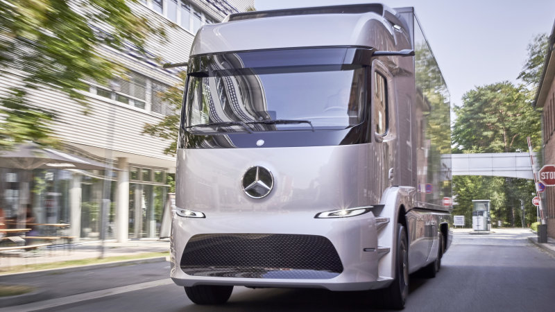 Mercedes-Benz is letting 20 customers drive an electric semi truck for a year thumbnail