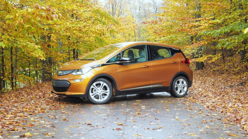 Chevrolet dealers are already offering discounts on the Bolt thumbnail