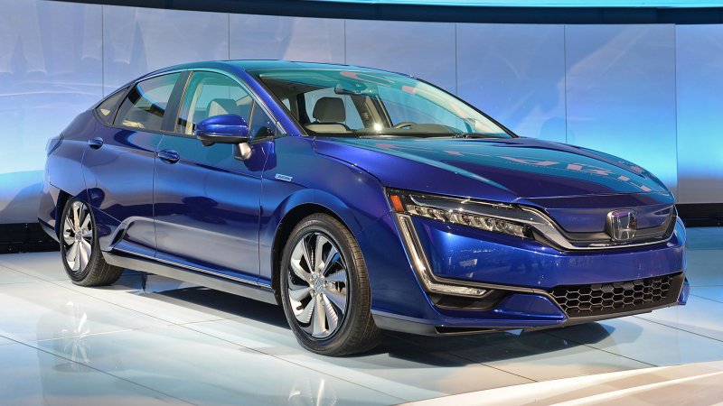 The Honda Clarity EV doesn't make any sense thumbnail